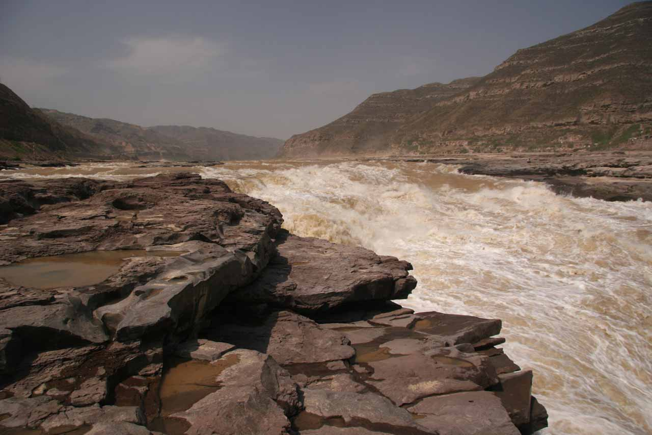 Looking upstream above the Hukou Waterfall