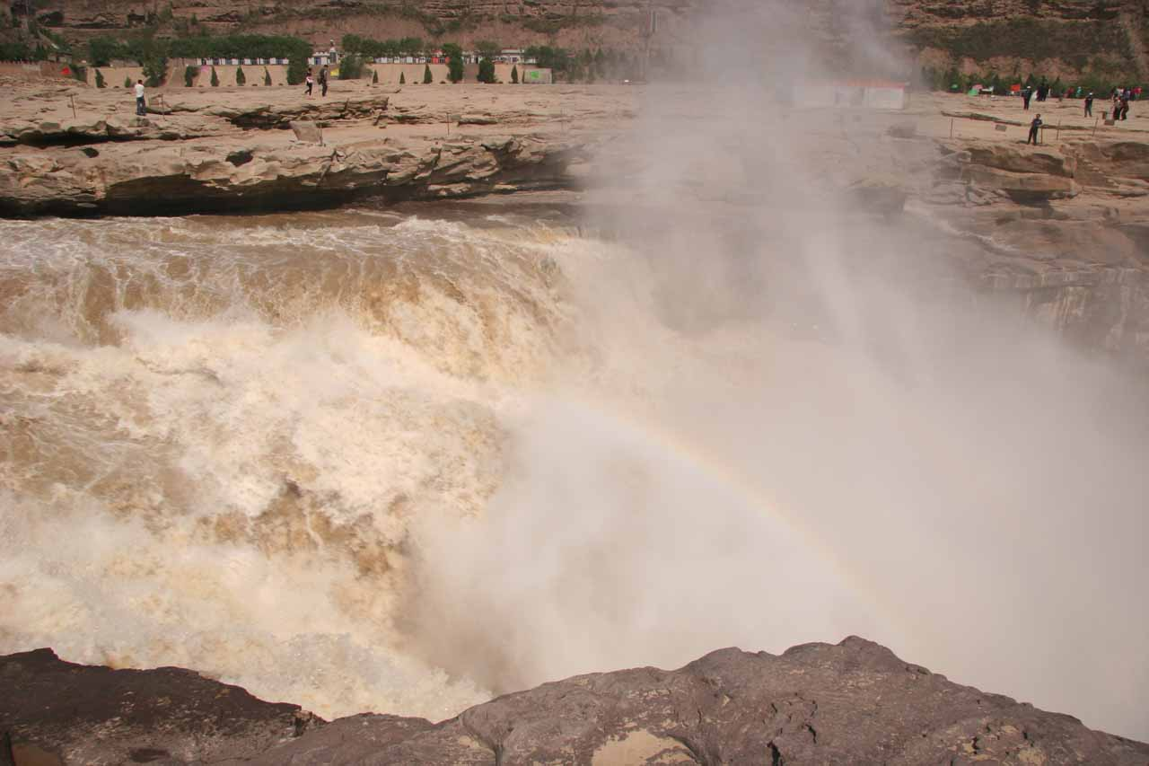 Looking into the turbulence of Hukou Waterfall with a rainbow