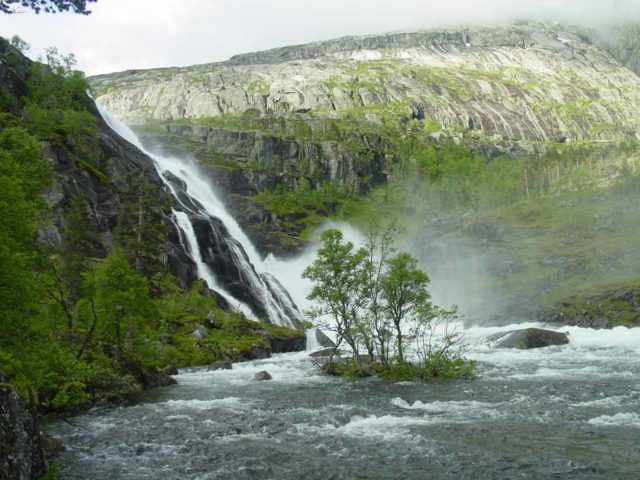 Husedalen_096_06242005 - After following some red Ts, I found myself against the wall responsible for the Nykkjesøyfossen, where I then had to make another steep climb to get higher on the Husedalen Waterfalls hike