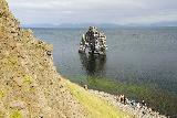 Hvitserkur_006_08152021 - Context of people chilling out in the narrow rocky beach due to high tide at Hvitserkur