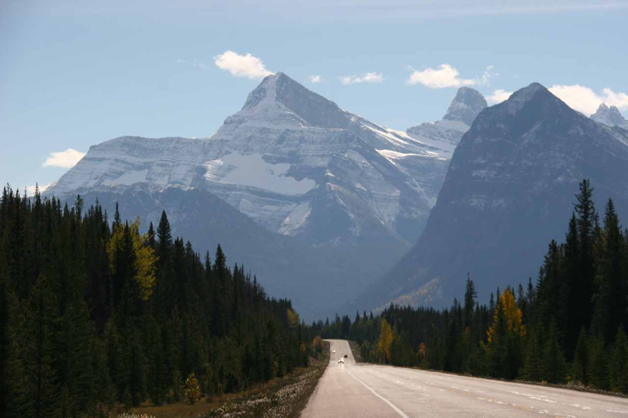 On the way to Athabasca Falls, we encountered beautiful mountain scenery on the Icefields Parkway (Hwy 93) north of the Columbia Icefields
