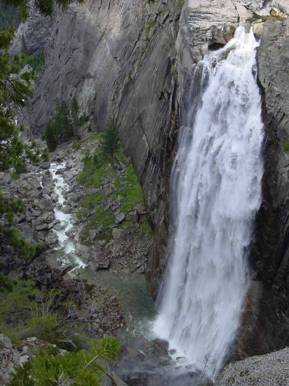 Full view of Illilouette Fall (taken in April 2004)