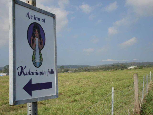 Inn_at_Kulaniapia_009_jx_02242008 - Signs pointing the way