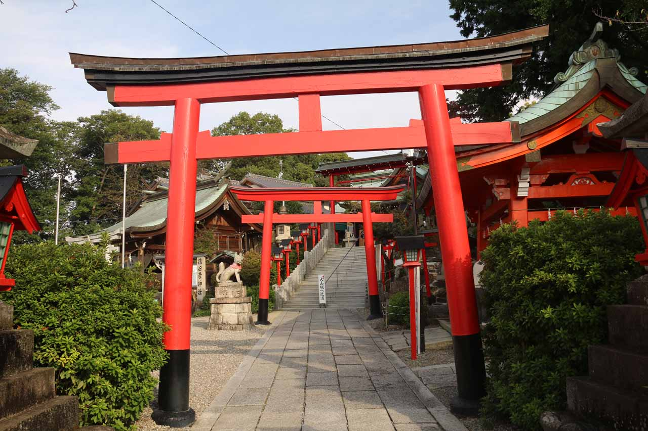When we translated Inuyama's kanji characters into Chinese, we gathered that Inuyama Castle was the Dog Castle. So does that mean the temple nearby was the Temple of the Dog?