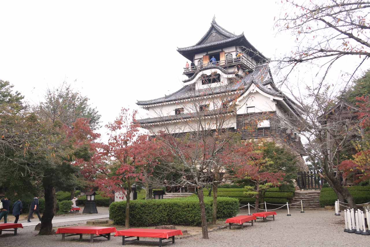 About two hour's drive or 124km south of Amida Falls was the Inuyama Castle, which was said to be the oldest castle still standing in Japan