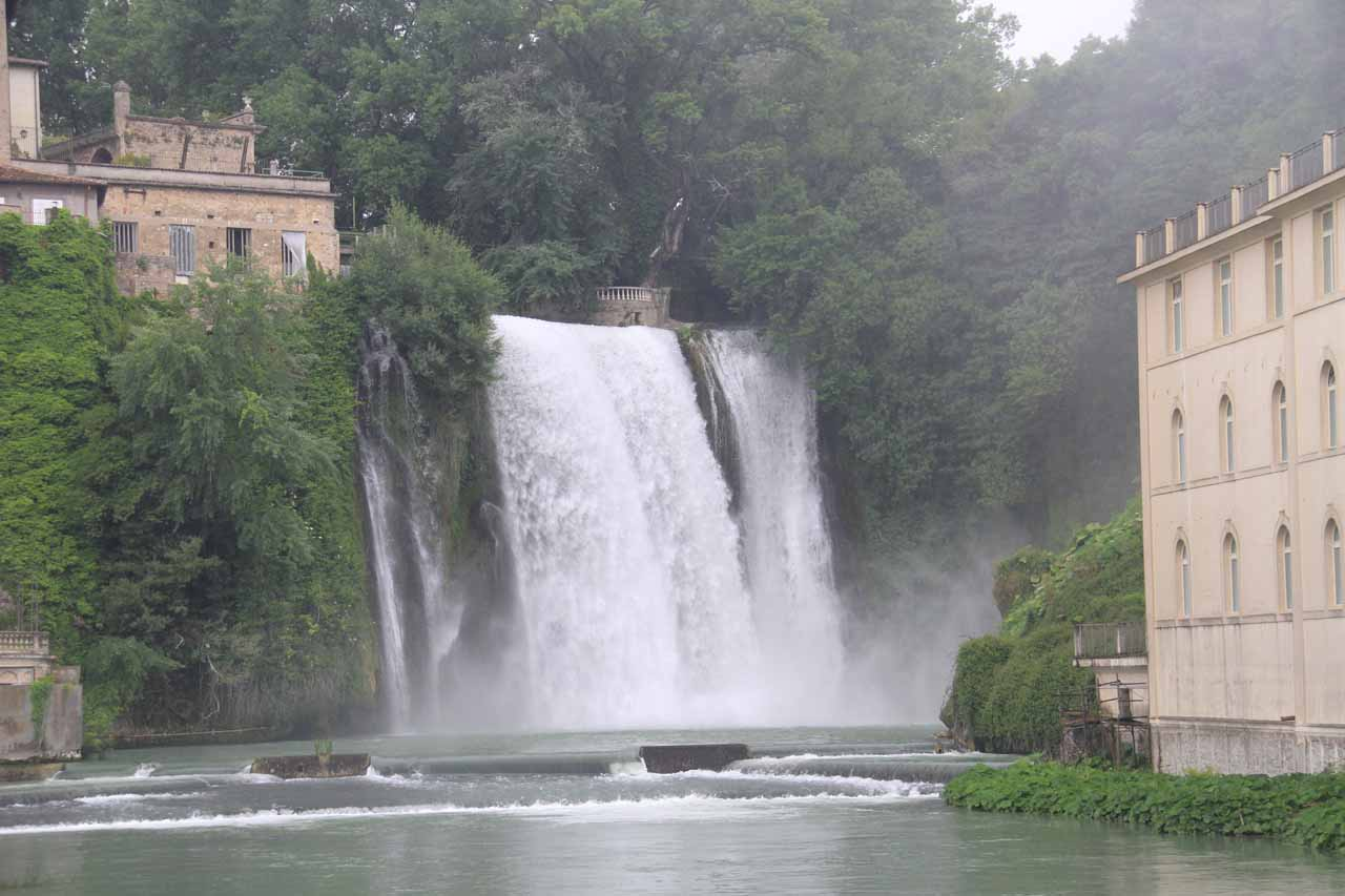 Direct view of Cascata Grande from the bridge over its branch of the Liri River