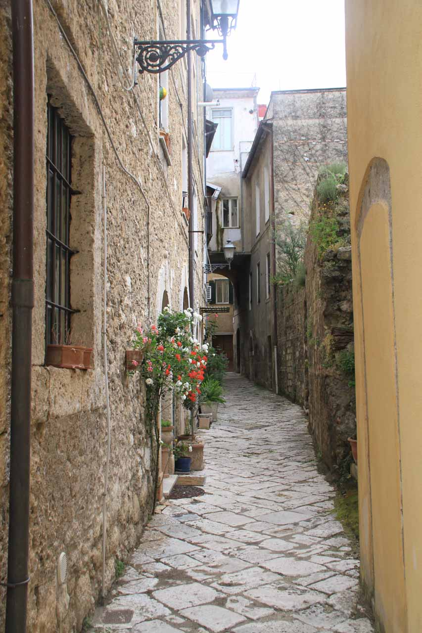 Walking the narrow streets of the centro storico (historical center) of Isola del Liri