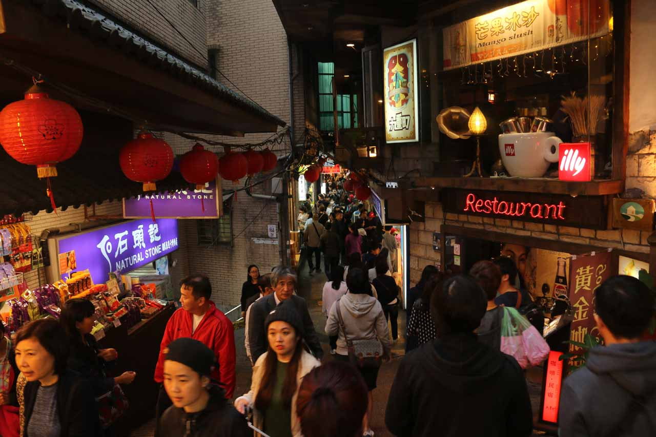 This was the Jiufen Laojie (九份老街 [Jiǔfèn Lǎojiē]; Jiufen Old Street) which was a fun and atmospheric place to be amongst the crowd and feel the energy of this place