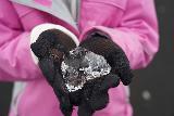 Jokulsarlon_152_08092021 - Tahia showing me a sort of heart-shaped chunk of ice that she found at Diamond Beach