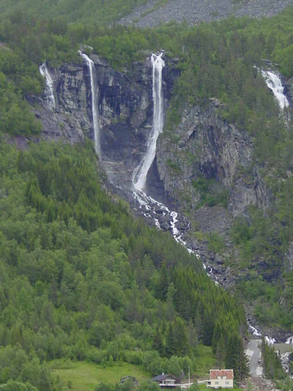 Closer look at Geisfossen dwarfing a building below for scale