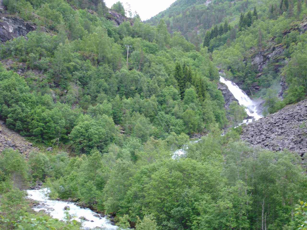 Context of the waterfall shown in the photo above