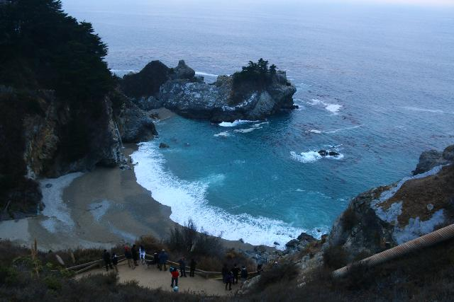 Julia_Pfeiffer_Burns_SP_069_11172018 - Context of the McWay Falls lookout as seen from the Hwy 1