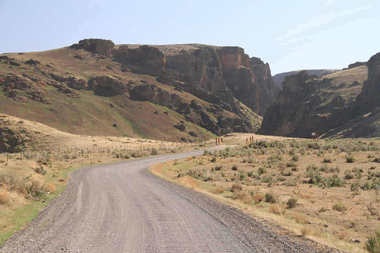 On the unpaved road leading towards the beautiful Jump Creek Canyon