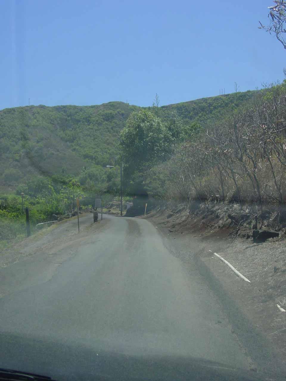 The narrow single-lane road near Kahekili in West Maui