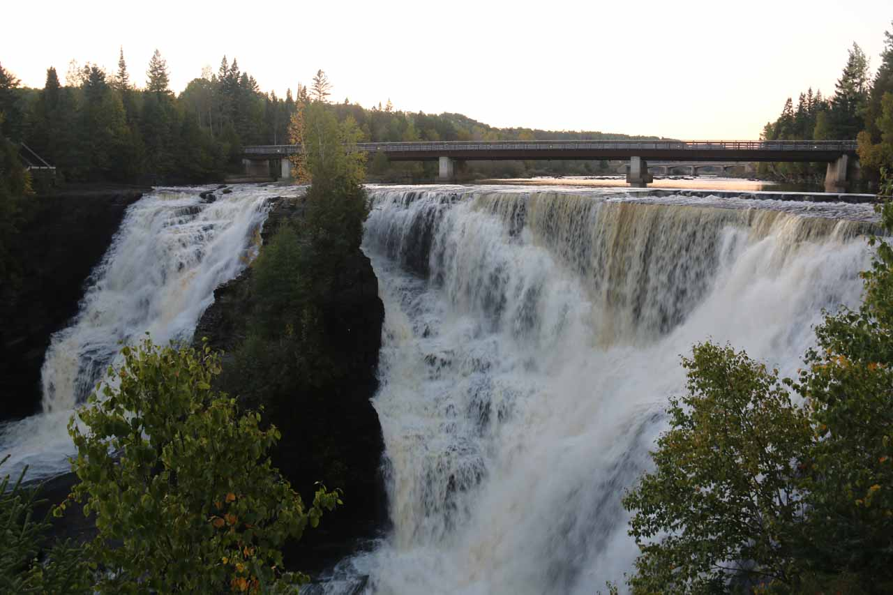 Frontal look at the impressive Kakabeka Falls