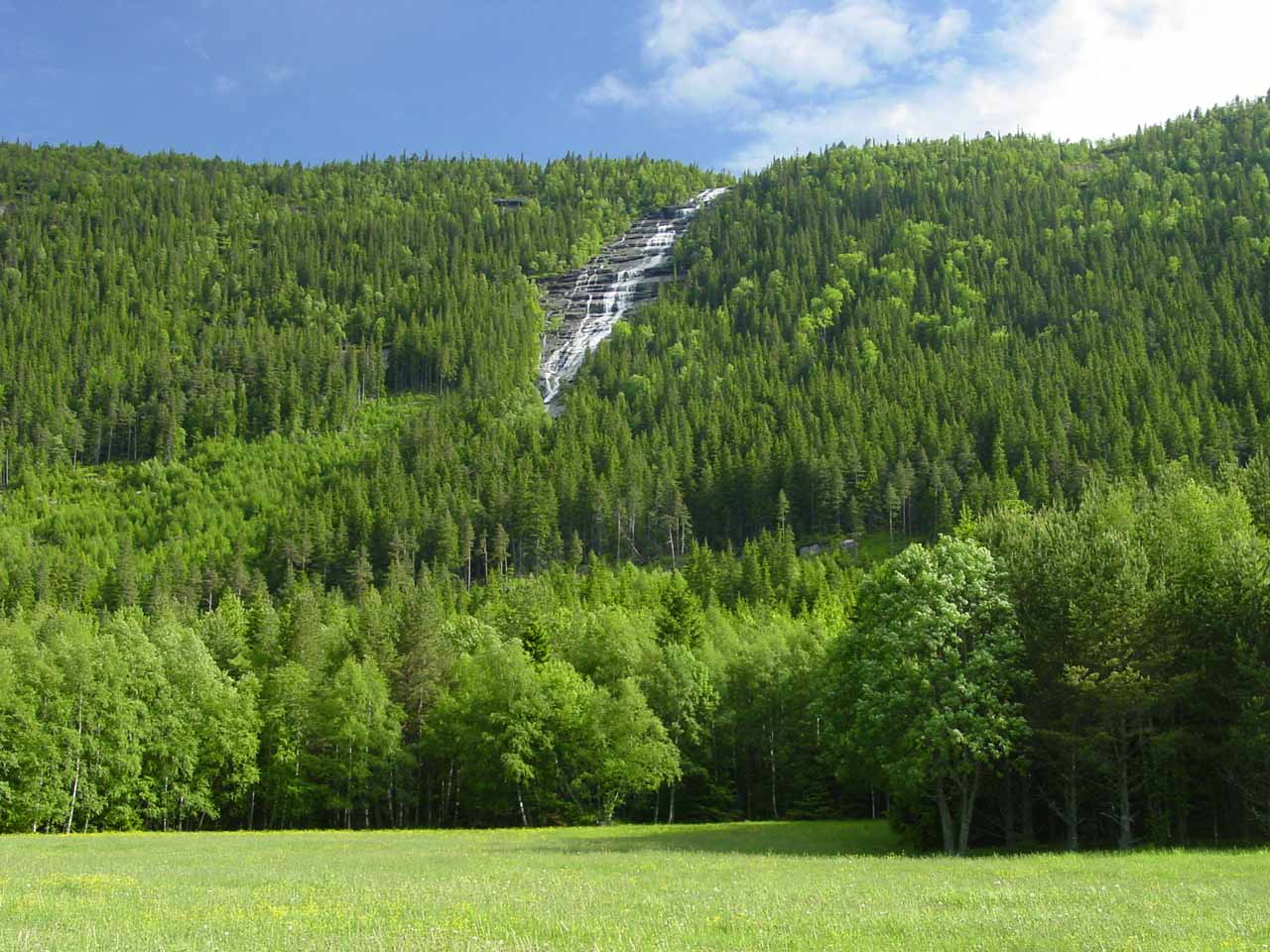 A more direct view of Kallefossen as we took a side road to try to get a closer look