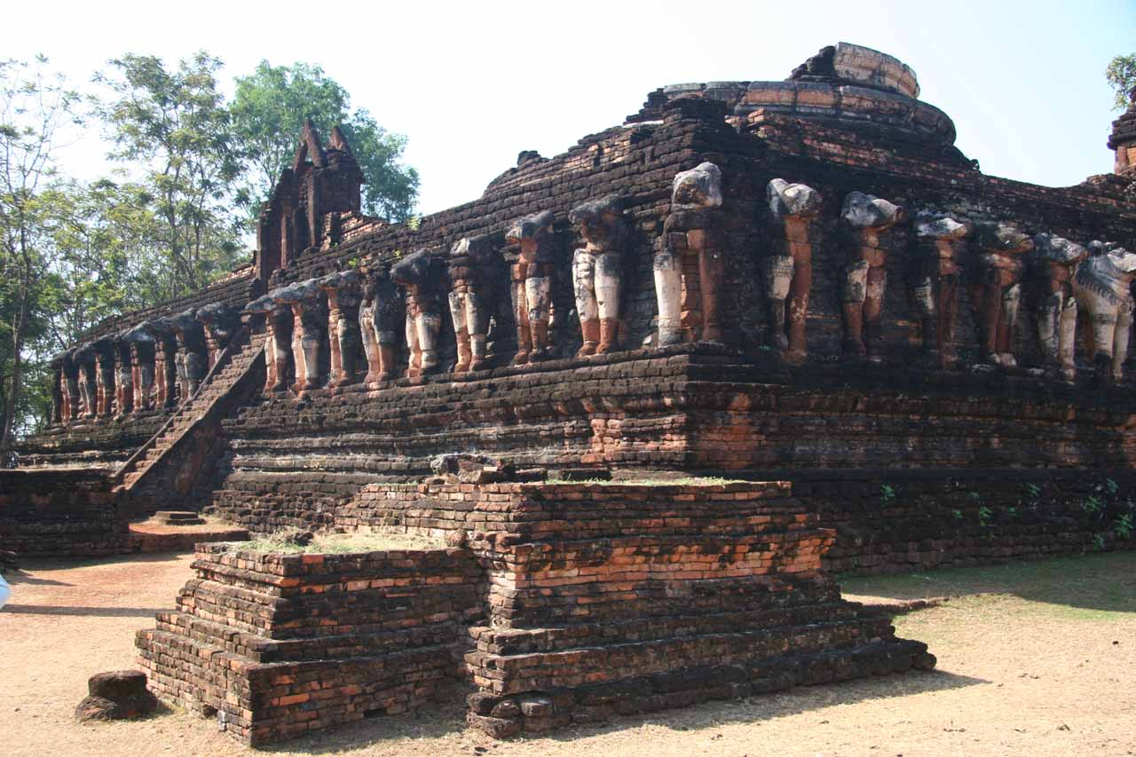 The elephant-lined ruin of Wat Chang Rob