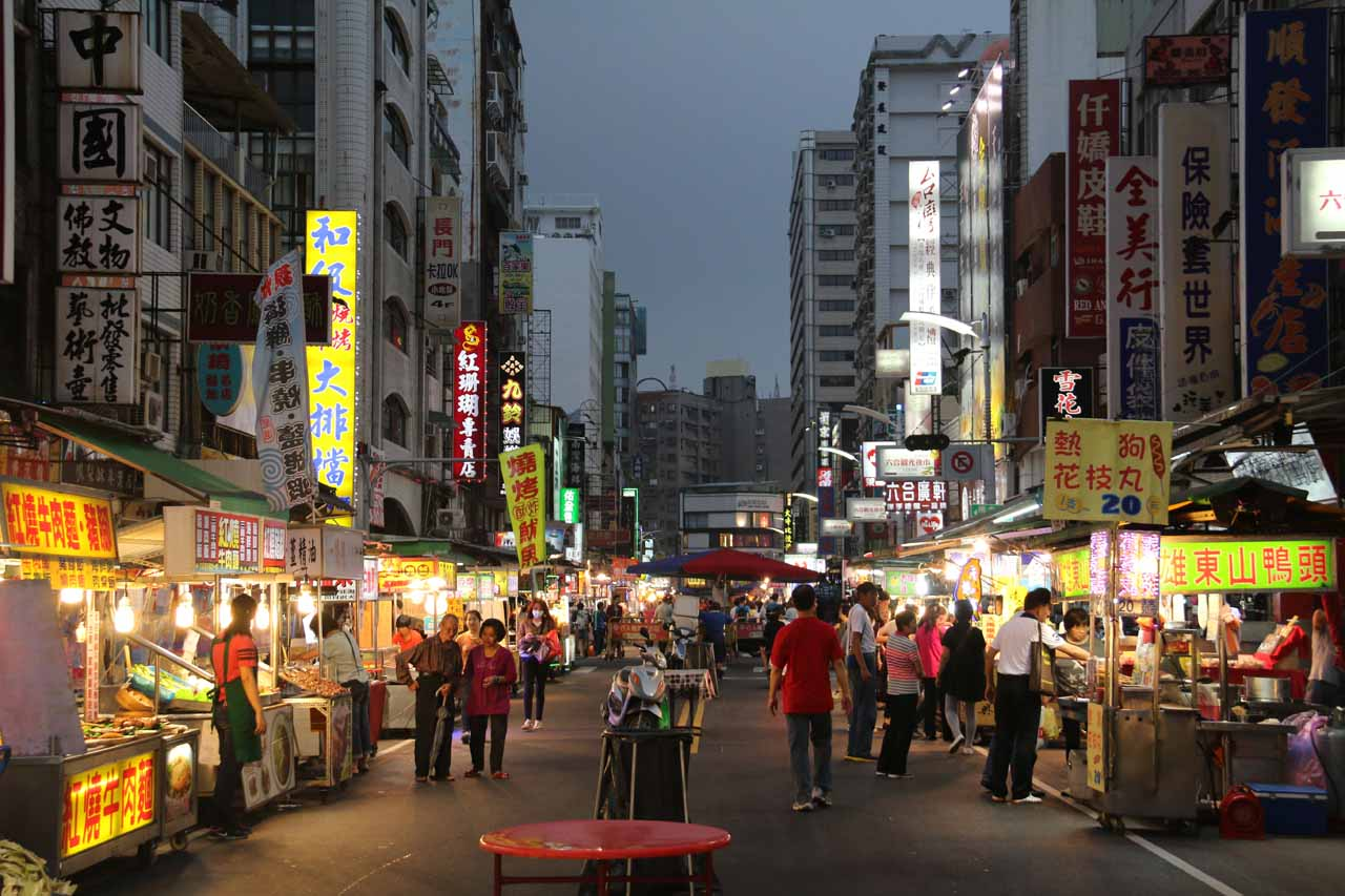 The Liangshan Recreational Area was directly east of both the citiees of Kaohsiung and Pingtung. Shown here was the Liuhe Night Market in the heart of Kaohsiung