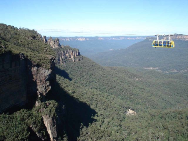 Katoomba_Falls_003_jx_05032008 - The Scenic Skyway gondola or cable car as it's just about to complete its run in front of Katoomba Falls