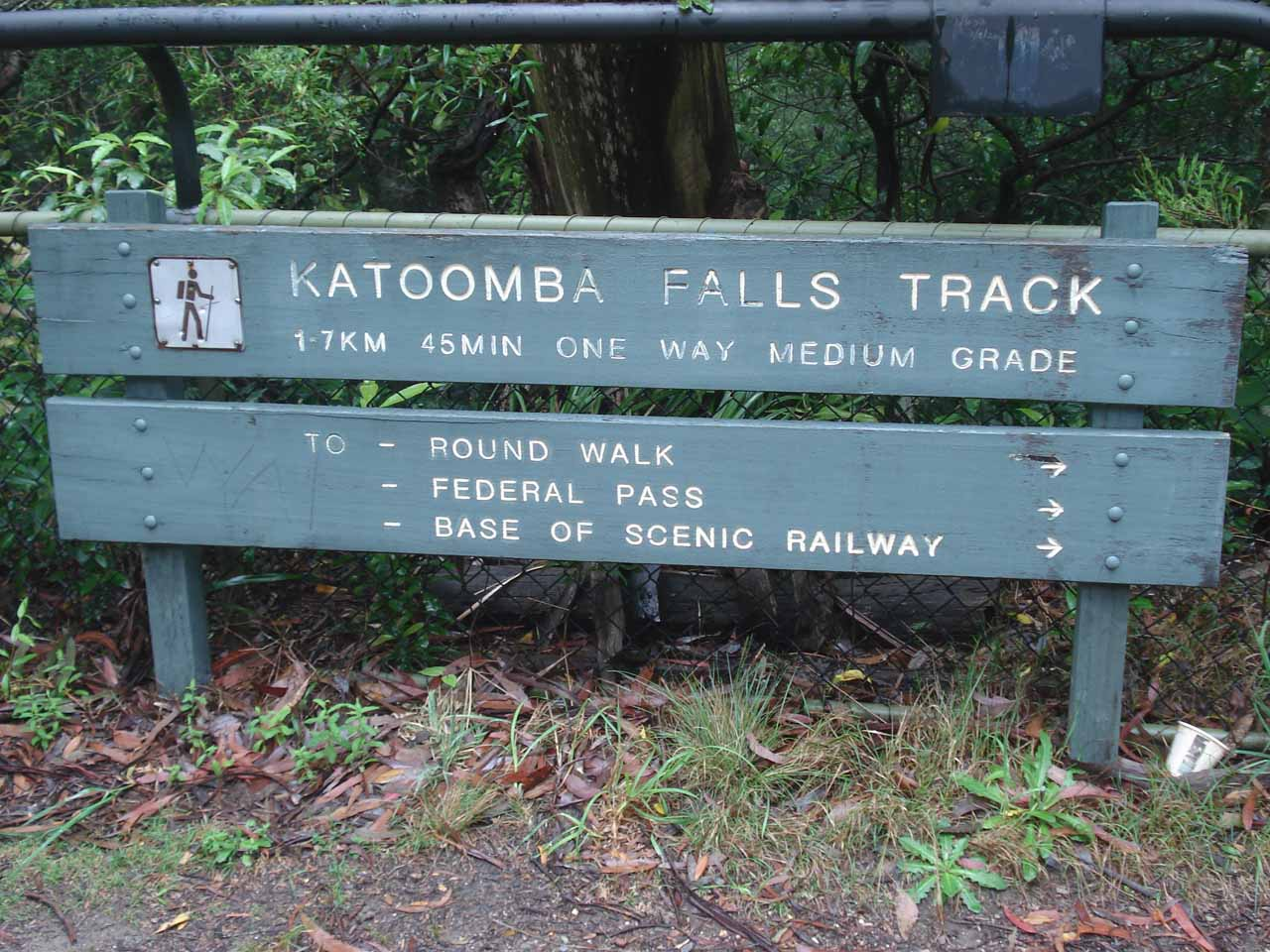 A sign telling us how far of a walk it would have been to get all the way down to Katoomba Falls' base