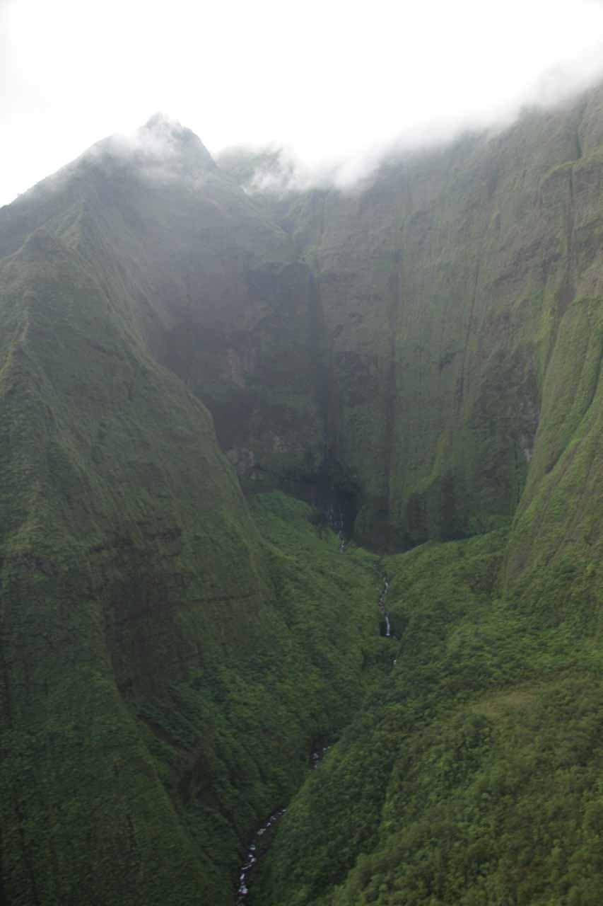 Contextual view of the Wai'ale'ale Crater