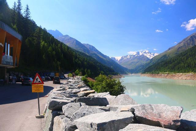 Kaunertal_009_07192018 - Context of the rest area next to the Gepatsch Reservoir along the Kaunertal Glacier Road