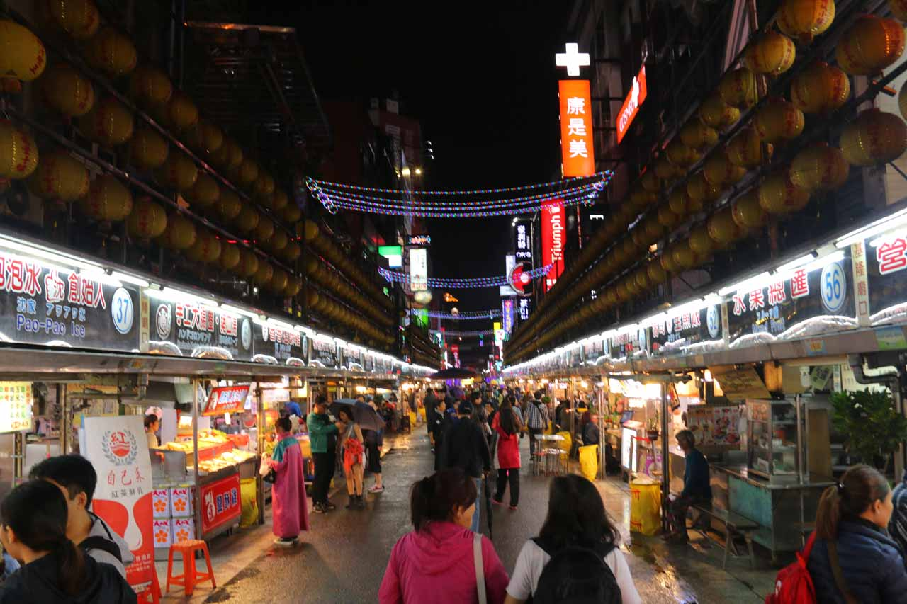 Nearby Jiufen was my Mom's home town of Keelung. It featured the Miaokou Night Market, which was said to have the best food of the night markets in Taiwan