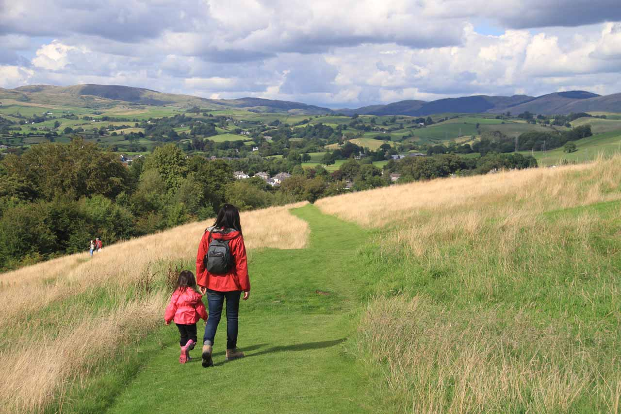 Julie and Tahia on the trail back to the car park we were parked at for Kendal Castle