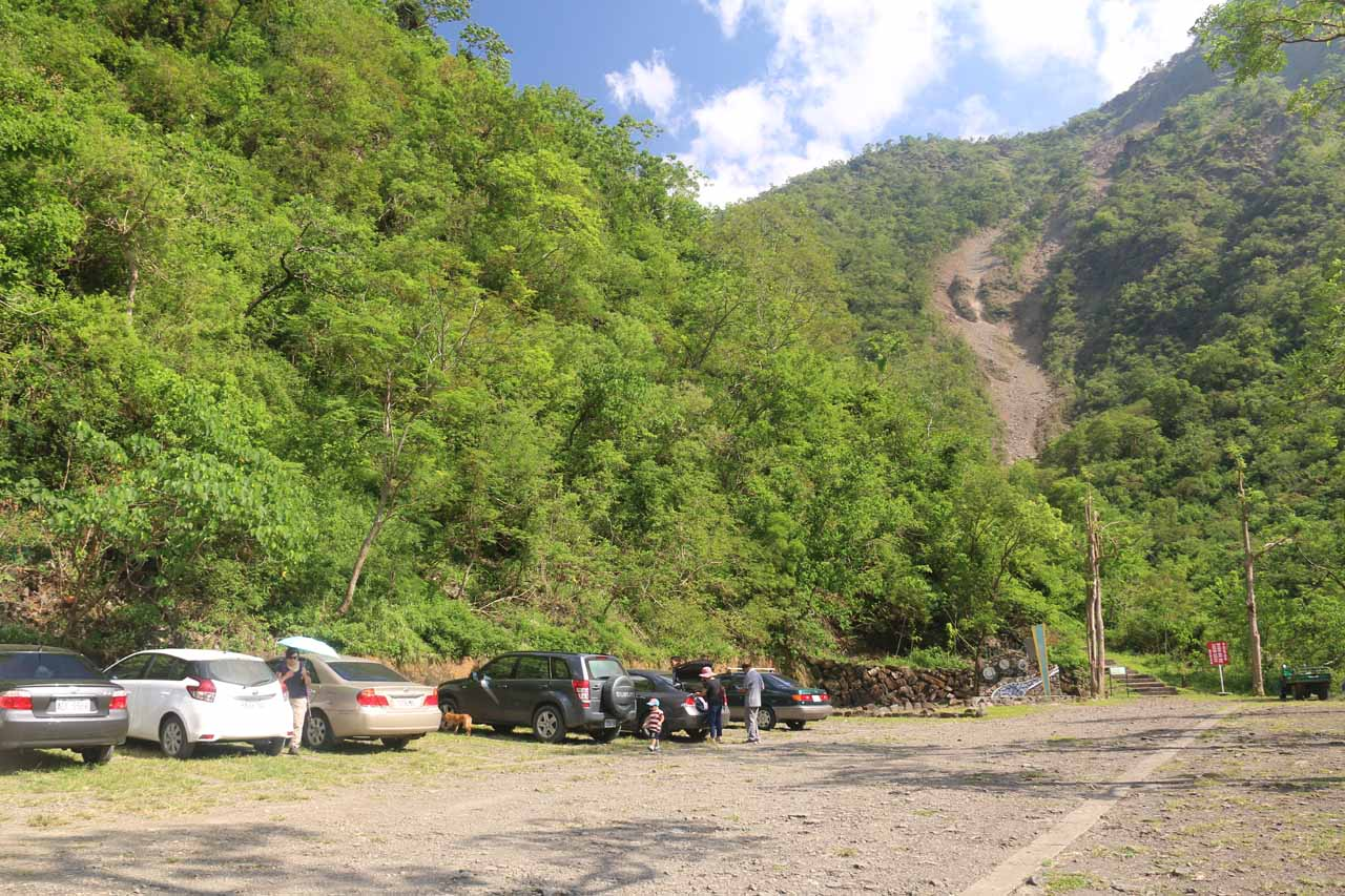At the car park for the Kayoufeng Waterfall