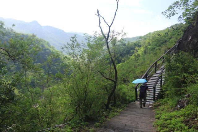 Keyoufeng_Waterfall_136_10282016 - Mom headed back after having had her fill of the Kayoufeng Waterfall. The views on the way back to the car park were incredible!