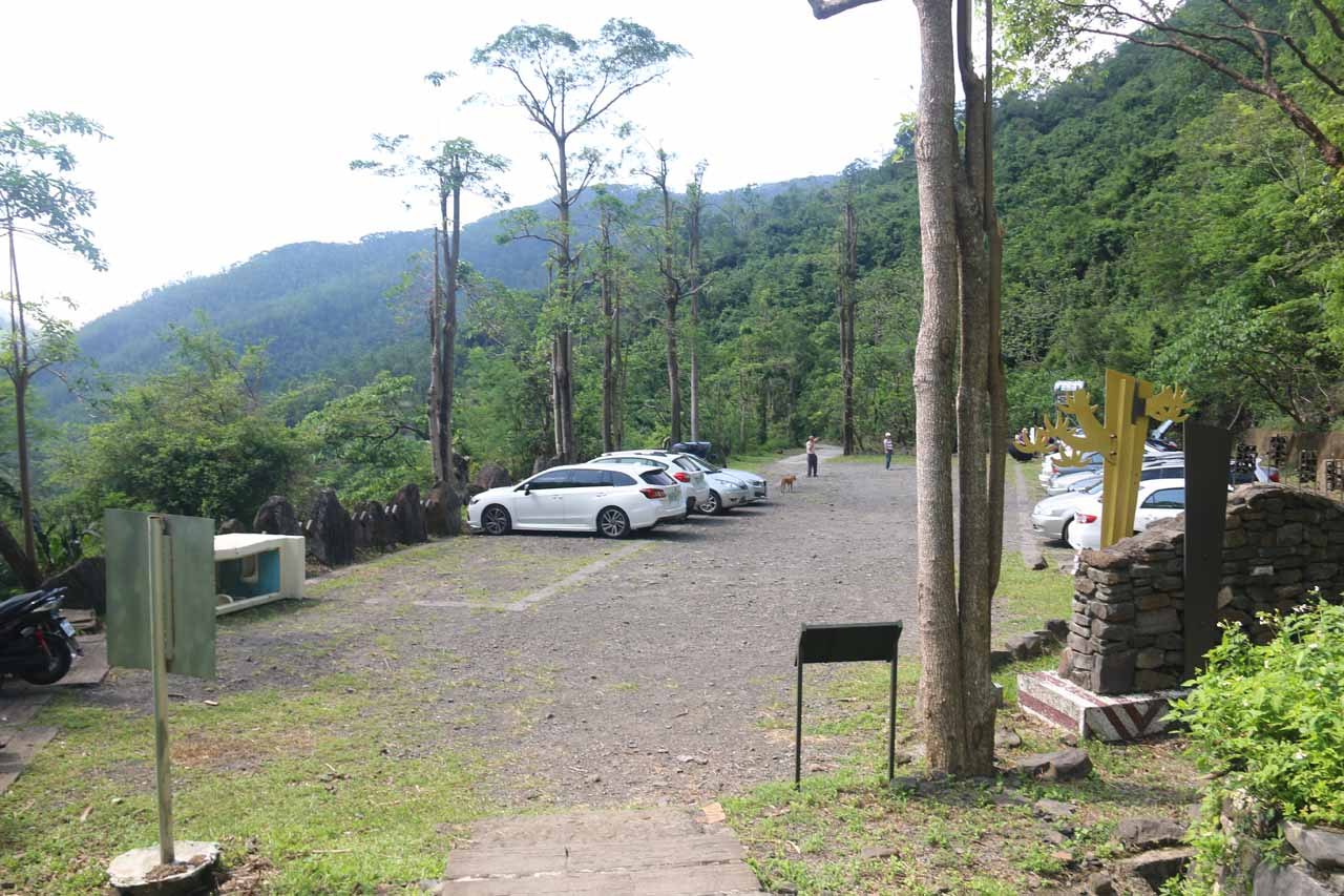 The car park for the Kayoufeng Waterfall