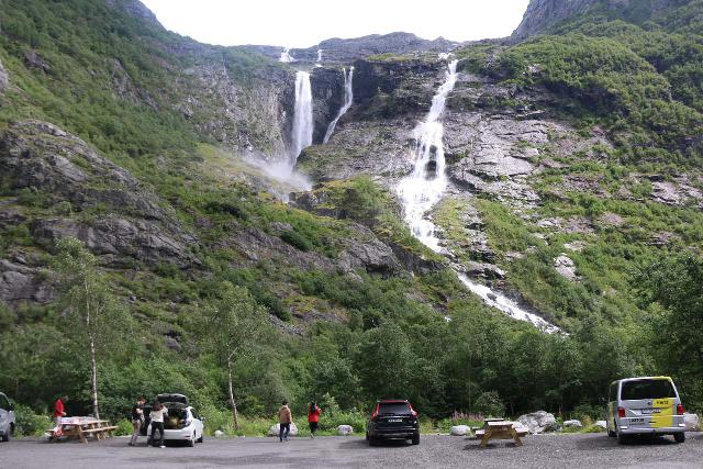 Kjenndalsbreen_128_07192019 - Context of Krunnefossen and the large car park at the end of the Kjenndalen Road