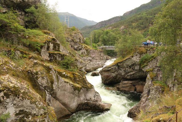 Kongevegen_030_07222019 - Closer look at the main drop of Sjurhaugfossen and the bridge above it