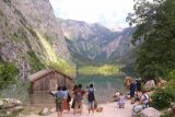 Konigssee_212_07012018 - Context of the people crowding around the mouth of Obersee to try to take a picture with that partially submerged shack