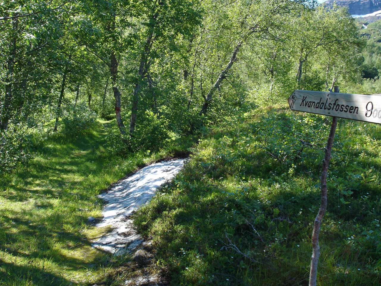 The Kvanddalsfossen sign at the trailhead