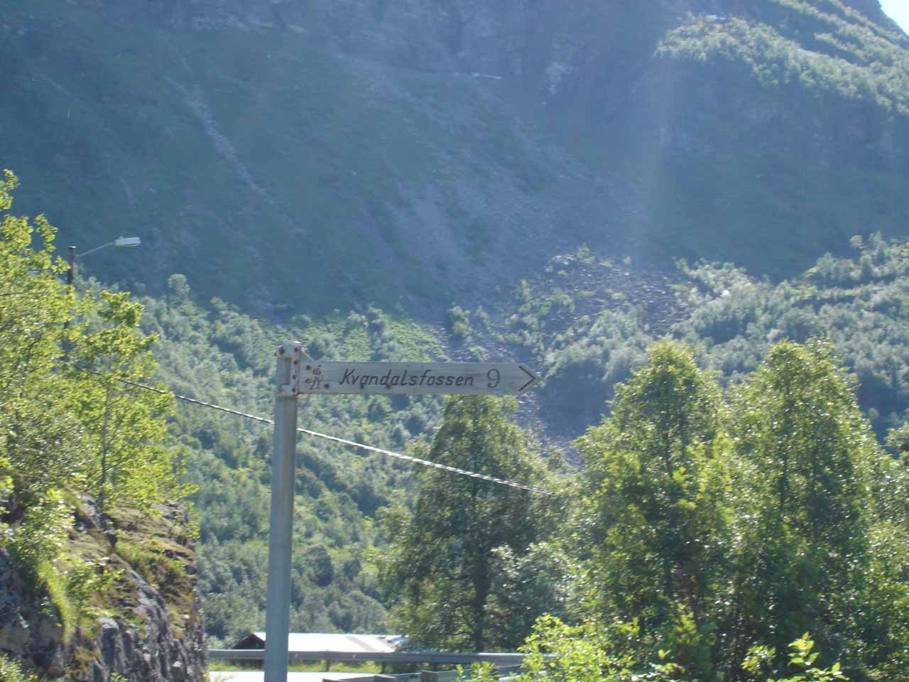 This was the tiny road sign for Kvanndalsfossen at the turnoff from Road 63