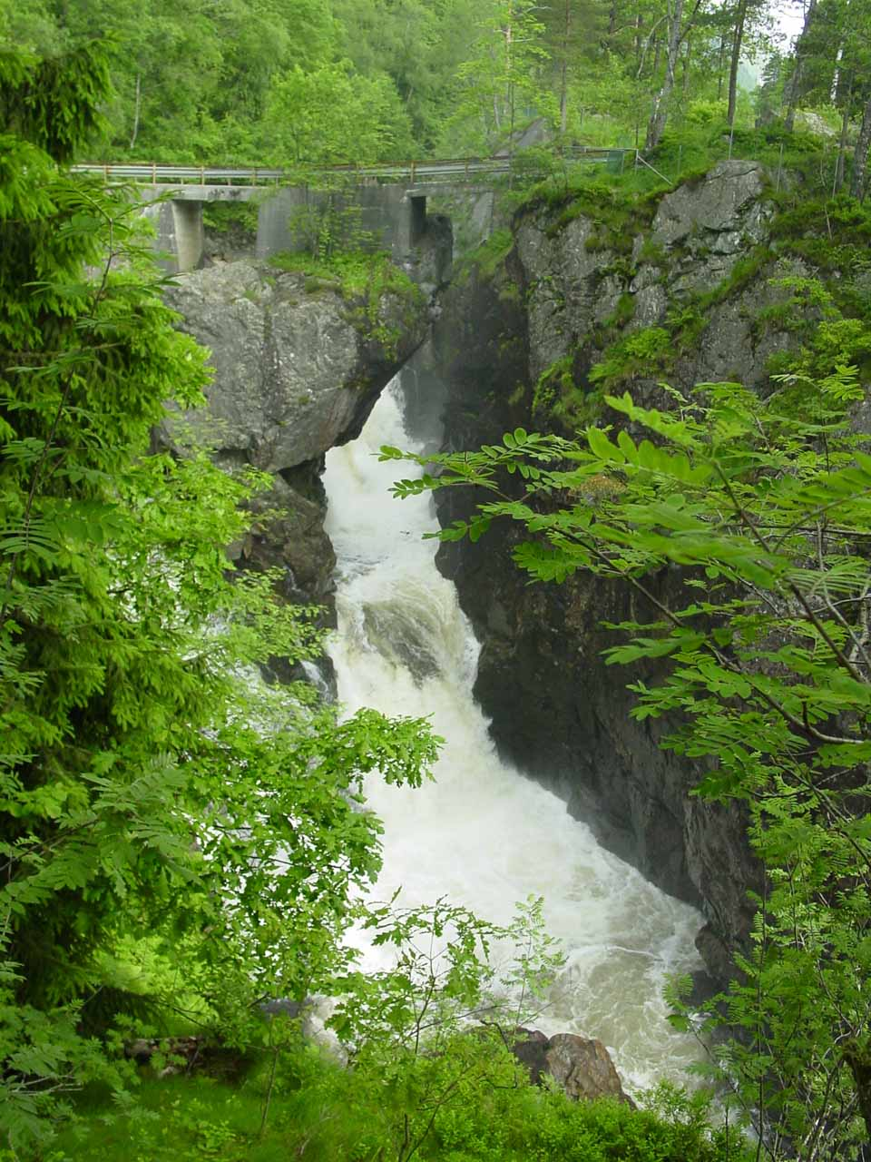 Looking down towards a partial view of Kvasfossen after crossing the bridge then walking a short distance downstream