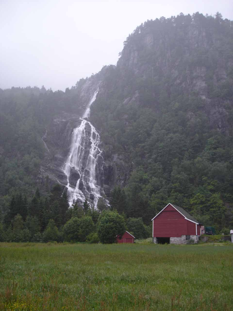Some red barn fronting a closer look at Kvernhusfossen