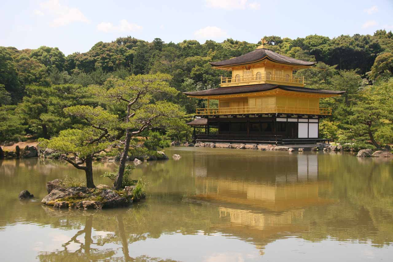A short train ride north of Osaka was Kyoto, which was a fascinating city where the old and the new seemlessly blended together, exemplified by attractions like the Kinka-kuji (Golden) Shrine