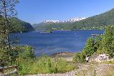 Kystriksveien_131_07082019 - Tahia going down the footpath to get closer to the Sorfjorden from Kobbelv Vertshus