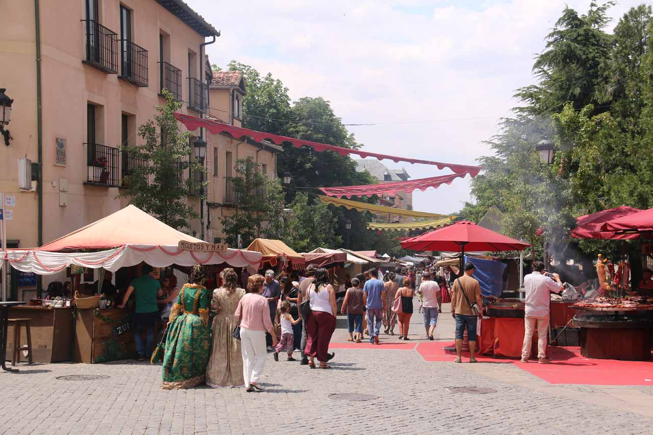 The cool thing about the Mercado Barroco was that there were a lot of locals dressed up in period costumes further adding to the festivities and the atmosphere