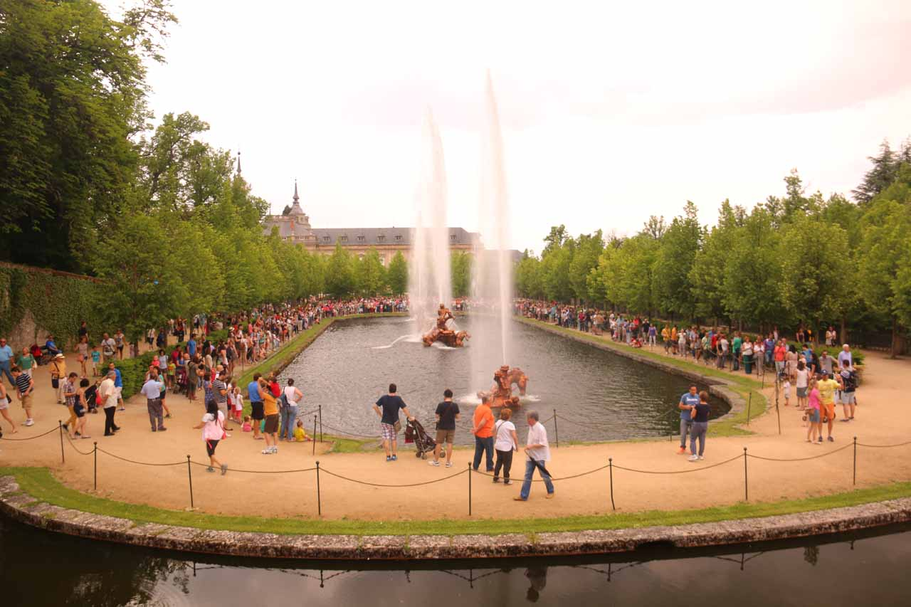 Looking back at a large crowd surrounding another one of the fountains at La Granja