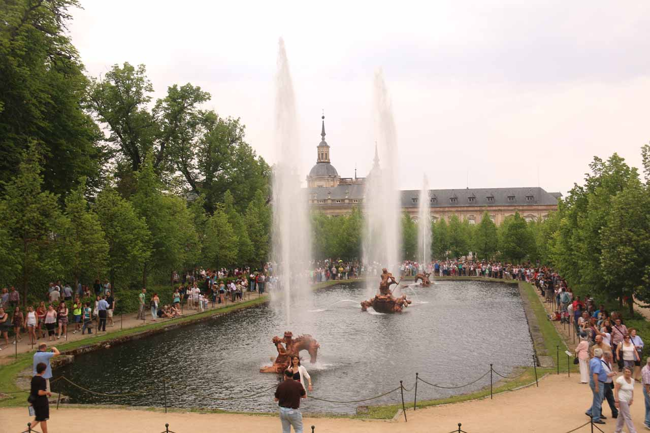 Another look at the fountains going off while entertaining a large crowd at La Granja