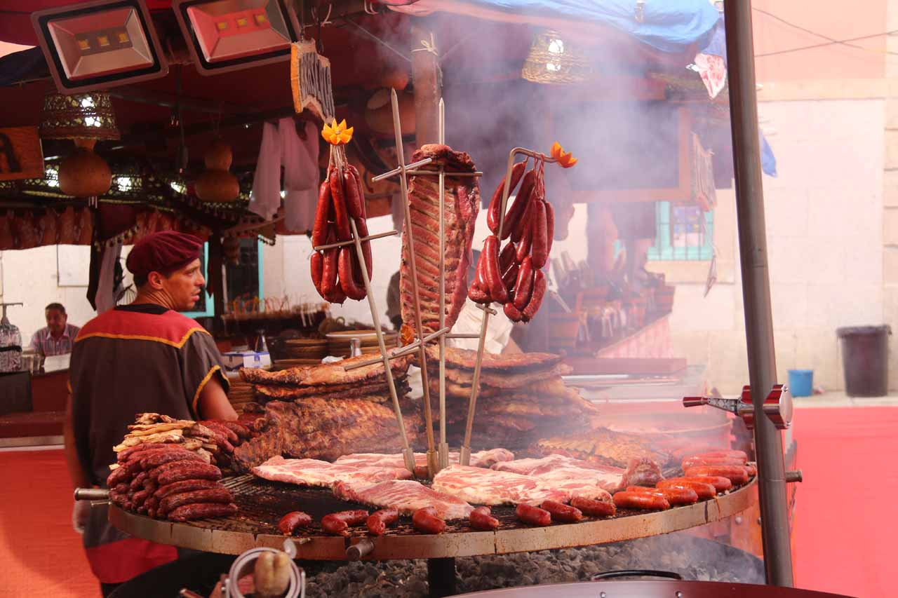 A lot of fresh barbecued meats within the Mercado Barroco looking quite appetizing