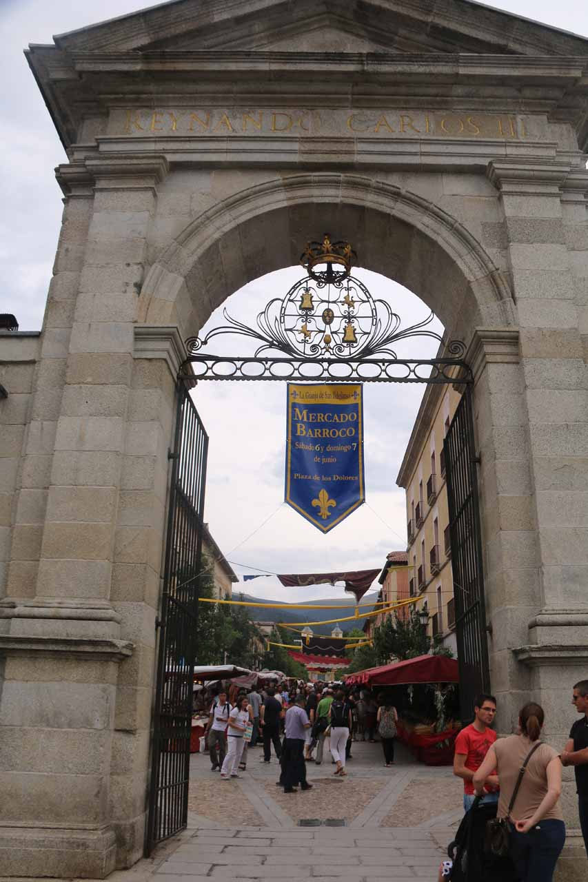 Looking through La Puerta de la Reina at La Granja de San Ildefonso