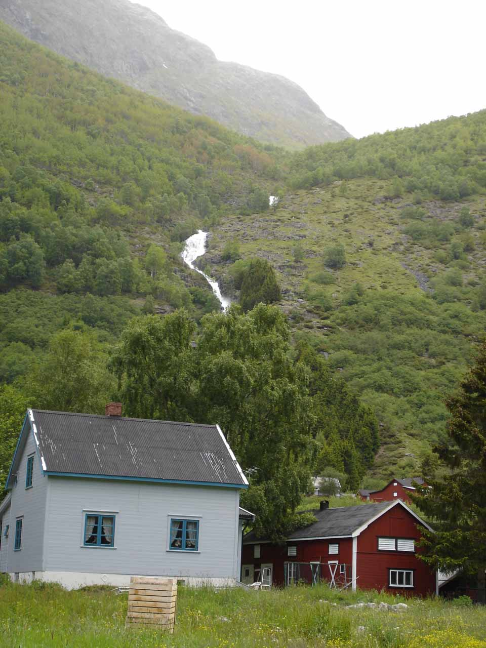 Somewhere 30 minutes east of Stødnafossen on the Rv5 was this waterfall
