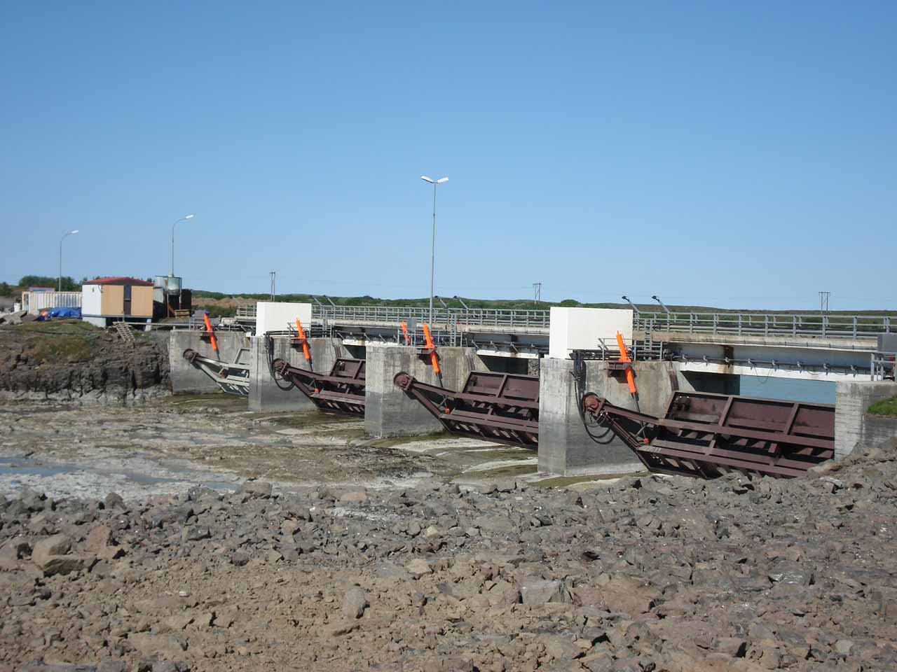 Closer look at the dam blocking the flow of Lagarfoss