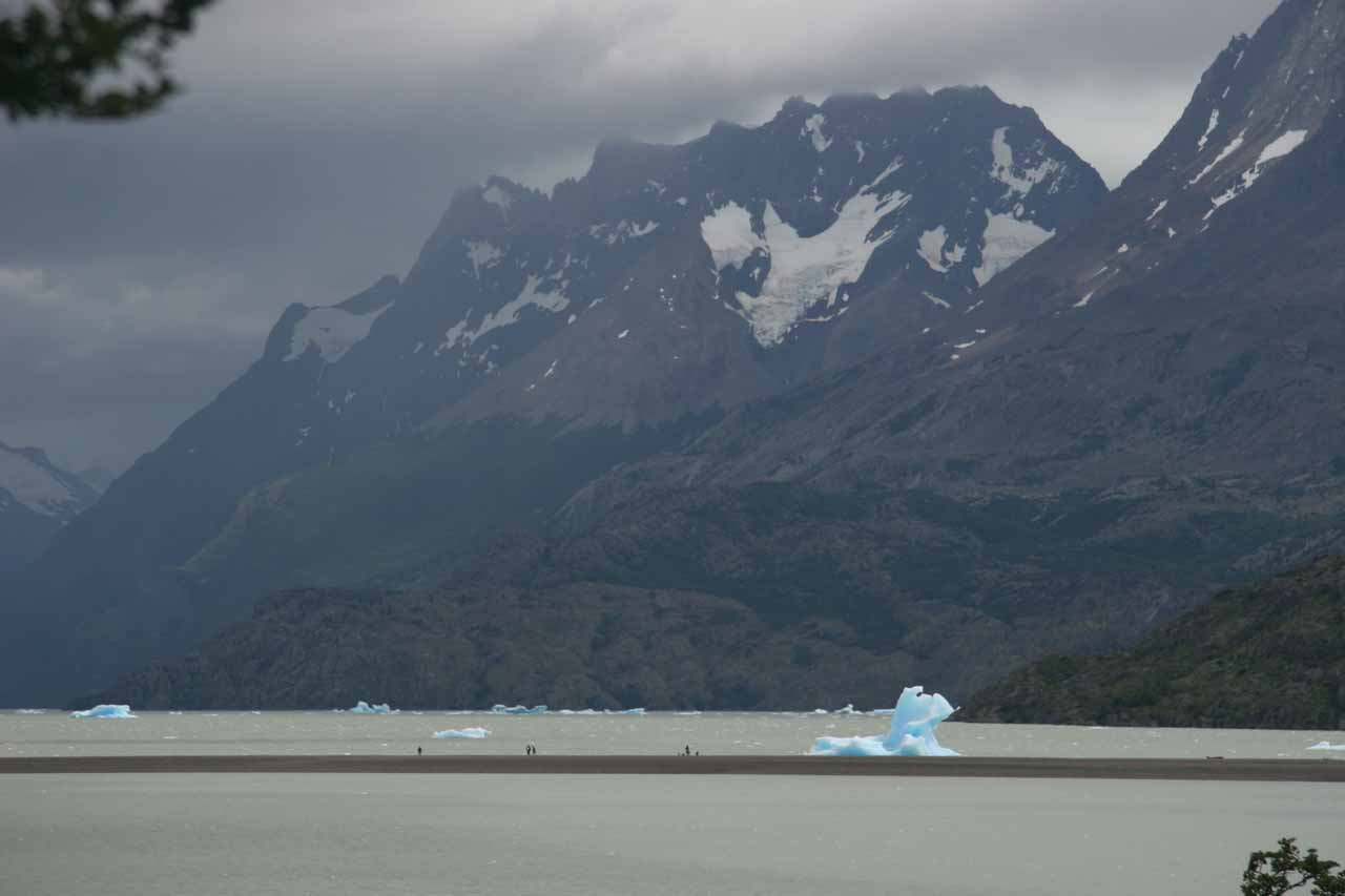 Between Salto Chico and Hosteria Tyndall was Lago Grey and its drifting icebergs coming from a receding glacier there