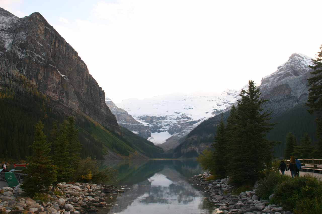 Near the junction between the Trans-Canada Highway (Hwy 1) and the Icefields Parkway (Hwy 93) is Lake Louise