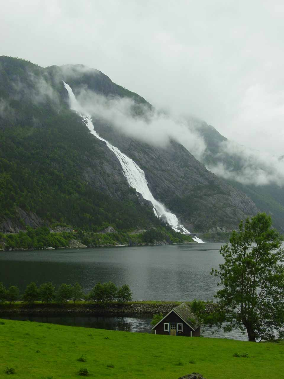 The waterfall we visited just prior to Espelandsfossen was Langfoss seen here tumbling over the Åkrafjord